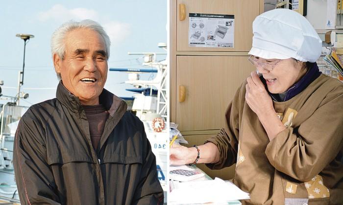 【「ありがとう」を贈るとうちゃん】 竹井 均さん たけい ひとし 1948(昭和21)年生まれ。高校卒業後、漁師の道に。心筋梗塞のため、船の上で亡くなった兄の後を28歳の頃に継ぐ。カツオ漁師。68歳。 【「ありがとう」を受け取るかあちゃん】 竹井 友子さん たけい ゆうこ 1947(昭和22)年、漁師一家の長女として生まれる。現在、日南市の漁協女性部加工グループ代表を務める「浜のハンサムウーマン」であり、2男1女の母。県外に住む孫にカツオの加工品を送り、「おばあちゃん、おいしい」と喜んでもらうのが何よりの楽しみ。67歳。